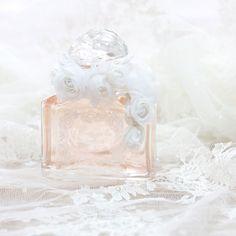 http://www.vogue.fr/mariage/adresses/diaporama/delphine-manivet-cre-une-robe-de-marie-pour-guerlain/19050/carrousel#delphine-manivet-cre-une-robe-de-marie-pour-guerlain-4