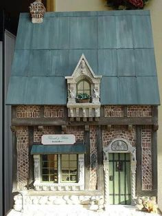 ♥♡♥ I'm thinking doll house or plastic canvas idea for the dolls or Christmas time. Vitrine Miniature, Miniature Rooms, Miniature Houses, Dollhouse Dolls, Dollhouse Miniatures, Victorian Dollhouse, Modern Dollhouse, Doll Furniture, Dollhouse Furniture