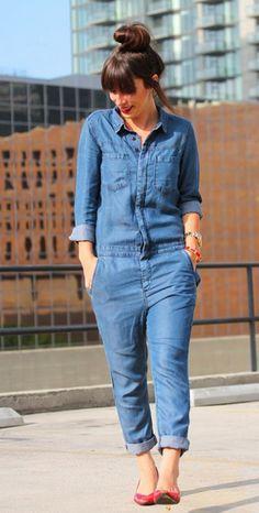 Macacão jeans: essa peça de roupa muito usada nos anos 70 ganhou uma revisitada e nunca esteve tão cool.