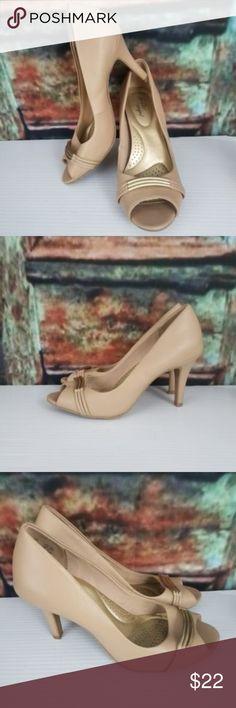 Beige Open-Toe High Heels Gold Bridge Size 7.5 DEXFLEX COMFORT Beige Open-Toe High Heels with Gold Bridge Size 7.5 in very good condition! DexFlex by Dexter Shoes Heels