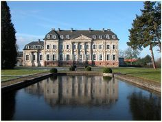 Chateau Barly - Nord Pas de Calais - wonderful gardens, plus interior tours Neoclassical Architecture, French Architecture, Historical Architecture, Beautiful Architecture, Beautiful Castles, Beautiful Buildings, Beautiful Homes, Palaces, Photo Chateau