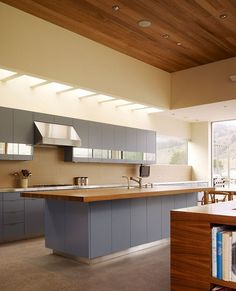 Excellent Minimalist Concept for Beach House Design: Modern Grey Kitchen Cabinets And Island Completed With Stainless Steel And Wood Counter. Modern Contemporary Homes, Contemporary Interior Design, Modern Grey Kitchen, Kitchen Flooring, Kitchen Interior, Home Renovation, Home Kitchens, House Design, Kitchen Tips
