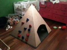 mur d'escalade pour enfant                                                                                                                                                                                 Plus Decoration, Triangle, Games, Diy, Montessori, Alice, Construction, Children, Garden