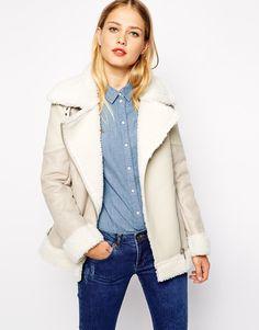 Beige Coat with Faux Fur//