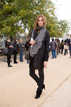 Claire Dhelens - shades of gray and black, great boots & scarf