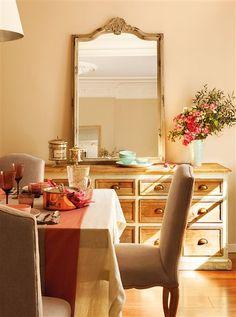 Comedor en tonos beige y salmón con aparador rústico. espejo Orange Palette, Living Comedor, Rustic Stone, Dining Room Inspiration, Perfect Place, Oversized Mirror, Sweet Home, Living Room, House