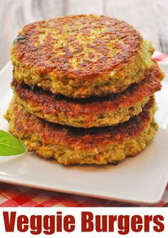 This easy veggie burger recipe produces flavorful, substantial, very filling veg… This easy veggie burger recipe produces flavorful, substantial, very filling veggie burgers. via Healthy Recipes Veggie Burger Healthy, Vegetable Burger Recipe, Veg Burgers Recipe, Meatless Burgers, Lentil Burgers, Vegan Burgers, Veggie Food, Veggie Burger Patty, Vegetarian Burger Patties