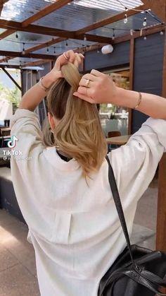 Messy Ponytail Hairstyles, Work Hairstyles, Easy Hairstyles For Long Hair, Medium Hair Styles, Curly Hair Styles, Hair Upstyles, Hair Creations, Aesthetic Hair, Great Hair