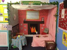 little red riding hood role play area - great for schools Book Corner Eyfs, Play Corner, Corner House, Traditional Tales, Traditional Stories, Dramatic Play Area, Dramatic Play Centers, Classroom Layout, Classroom Decor
