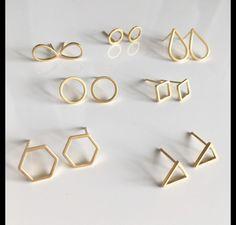 Ohrstecker – Geometrische Ohrstecker Gold Ohrringe vergoldet – ein Designerstüc… Stud Earrings – Gold Stud Earrings Gold Plated – a unique product by Josemma on DaWanda Dainty Jewelry, Copper Jewelry, Cute Jewelry, Gemstone Jewelry, Handmade Jewelry, Cross Jewelry, Jewelry Stand, Jewelry Shop, Geometric Jewelry
