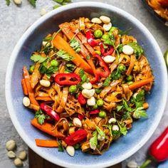 Easy Vegan Pad Thai (Gluten-free) | Earth of Maria Quick Vegan Meals, Easy Vegan Dinner, Vegan Dinners, Gf Recipes, Veggie Recipes, Vegetarian Recipes, Healthy Recipes, Healthy Meals