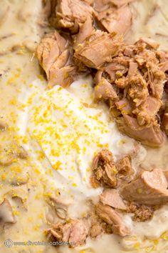 SPAGHETTI CU TON SI CIUPERCI   Diva in bucatarie Yum Food, Veronica, Diva, Spaghetti, Pork, Meat, Kale Stir Fry, Beef, Pork Chops