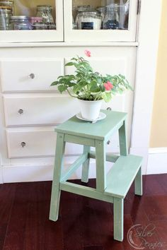 Lucketts-Green-Stool- inspiration for painting my mustard ladder
