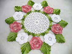 Centro de mesa flores e folhas | Isa & Lu arteiras | Elo7