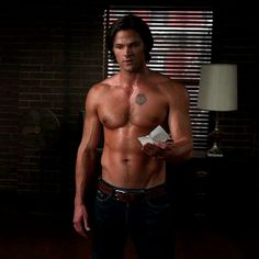 Sam and his yumminess. Need more shirtless scenes.