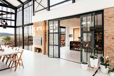Architect Nadine Engelbrecht has designed a stunning, off-grid home in South Africa complete with a massive conservatory. Take a tour of this beautiful house. Pretoria, Conservatory House, South African Homes, Off Grid, Parque Industrial, Small Barns, Glass Facades, Architect House, Floor To Ceiling Windows