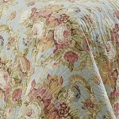 Shop for Waverly Spring Bling 3 Piece Bedspread Collection. Get free delivery On EVERYTHING* Overstock - Your Online Fashion Bedding Store! King Size Quilt Sets, Queen Size Quilt, Queen Size Bedding, Comforter Sets, Green Bedroom Walls, Yellow Bedrooms, American Decor, Muted Colors, Bed Spreads