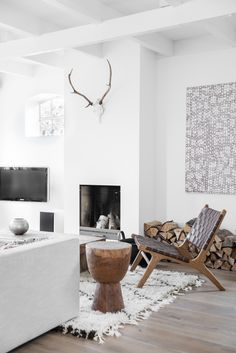 white modern living room decor with contemporary painting textured rug and rustic sculptural wood table - Decoration For Home Home Living Room, Living Room Decor, Living Spaces, Small Living, Apartment Living, Living Room Inspiration, Interior Inspiration, Interior Blogs, Country Interior