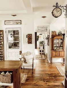 Are you looking for images for farmhouse living room? Check this out for perfect farmhouse living room pictures. This cool farmhouse living room ideas will look entirely amazing. Country Farmhouse Decor, Farmhouse Style Kitchen, Modern Farmhouse Kitchens, Farmhouse Design, Farmhouse Ideas, Vintage Farmhouse Decor, Cottage Farmhouse, Antique Farmhouse, Antique Decor