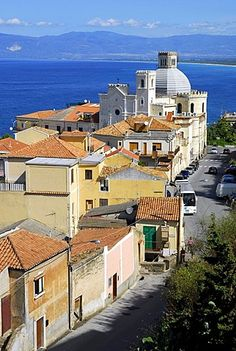 Church of San Rocco e San Francesco di Paola and houses with a sea view underneath the coastal cliffs, Pizzo, Vibo Valentia, Calabria, Tyrrhenian Sea, South Italy, Italy, Europe