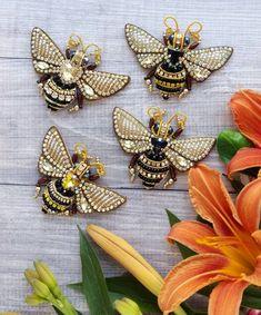 Красотулечки мои жаль с ними прощаться, радуют глаз выполнены на заказ для прекрасных девушек Под заказ Стоимость 1400₽ #брошьизбусин #авторскаяброшь #брошьказань #брошьручнойработы #брошьизбисера #вышивкабисером #брошьнасекомое #насекомое #подарокручнойработы #брошьвподарок #пчелаброшь #брошьпчела #пчелка #актуально #стильноеукрашение #handworks #brooches #assecories #handmade #bee
