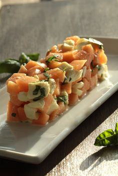 Cantaloupe, Mozzarella, and Basil Pie Recipe Ceviche, Pie Recipes, Vegan Recipes, Cantaloupe And Melon, Mozzarella, Gluten, Cooking Time, Food Inspiration, Entrees