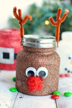 Christmas Crafts for Kids! If you're looking for easy Christmas crafts for kids to make at school or home during the holidays here's a great list of 17 cute ideas! These Christmas crafts for kids would make awesome gifts! Mason Jar Christmas Crafts, Christmas Crafts For Adults, Christmas Craft Projects, Christmas Gifts For Coworkers, Handmade Christmas Gifts, Mason Jar Crafts, Kids Christmas, Holiday Crafts, Simple Christmas