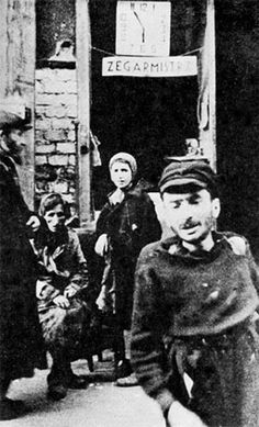 Shoah - The Holocaust - Everyday life and death in the Warsaw Ghetto - Unaware countdown to annihilation