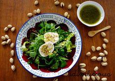 Green salad with red beet and goat cheese, get the recipe on my blog idimin.berlin #food #essen #delicious #tasty #yummy #healthy #lecker #leckerschmecker #schmecktgut #cooking #recipe #Rezept #veggie #vegetarisch #salad #Salat #Ziegenkäse #goatcheese #Rotebeete #redbeet #vegetarian