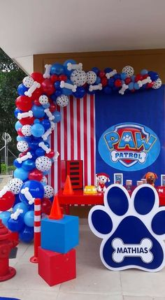 7 Awesome Paw Patrol Party Ideas for Your Kids' Birthday Fun! Paw Patrol Birthday Decorations, Paw Patrol Birthday Theme, Balloon Decorations Party, Balloon Ideas, Bolo Do Paw Patrol, Paw Patrol Cake, Paw Patrol Pinata, Paw Patrol Balloons, 3rd Birthday Parties