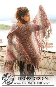 DROPS shawl in garter st in Vienna, Eskimo, Puddel and Cotton Viscose. Free pattern by DROPS Design.