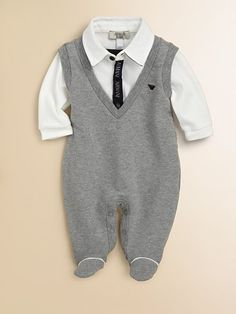 I think I just died from cuteness! This is the cutest onesie ever! If I have a boy one day he is wearing this for all his business meetings :)