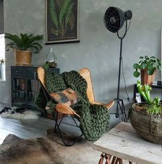 Home Decor Trend to Know: Industrial living room Rustic Home Living Room, Interior Design Living Room, Living Room Decor, Industrial Living, Industrial Interiors, Industrial Lamps, Industrial Office, Industrial Style, Industrial Design