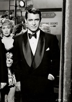 Cary Grant-- Played Cole Porter in Night and Day. Jane Wyman in the background. Old Hollywood Glamour, Golden Age Of Hollywood, Hollywood Stars, Classic Hollywood, Hollywood Men, Cary Grant, Classic Movie Stars, Classic Movies, Dandy
