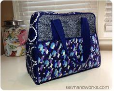 "Weekender Bag ""you need clover wonder clips"" from 627 handworks Diy Bags Purses, Handbag Patterns, Quilted Handbags, Fabric Bags, Tote Purse, Handmade Bags, Beautiful Bags, Bag Making, Fist Pump"