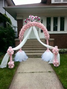 A swell entrance for a surprise baby shower Princess Theme, Baby Shower Princess, Princess Birthday, Ballon Decorations, Birthday Decorations, Wedding Decorations, Ballon Arch, Balloon Columns, Photos Booth