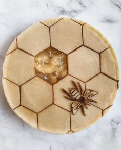 Not gonna lie, I had a really hard time making that bee because bugs freak me out. Without the bee, it totally looked like a… Fancy Desserts, Fancy Cakes, Pie Crust Designs, Pie Decoration, Pies Art, Flaky Pastry, No Bake Pies, Homemade Pie, Cake Decorating Techniques