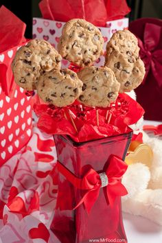 Long Stemmed Chocolate Chip Flower Cookies - Now here's a gift that everyone will love! A creative and tasty way to celebrate Valentine's Day.