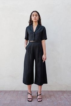 Here's All The Inspiration You Need To Start Rocking Wide-Leg Pants This Year wide-leg-pants-fashion-inspiration-photos<br> Fashion Pants, Fashion Outfits, Womens Fashion, Dope Fashion, Swag Fashion, Fashion 2017, Beige Outfit, Black Blouse Outfit, Casual Outfits
