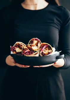 Wraps au tofu général Tao & au café - Trois fois par jour Veggie Recipes, Vegetarian Recipes, Cooking Recipes, Veggie Food, Taco Burger, Tofu Marinade, Tempeh, Soups And Stews, Vegetarische Rezepte