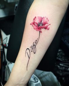 Memorial tattoo memorial tattoo tattoos, name tattoos и popp Beautiful Flower Tattoos, Small Flower Tattoos, Flower Tattoo Designs, Small Tattoos, Name Flower Tattoo, Poppy Flower Tattoos, Tattoos For Daughters, Sister Tattoos, Tattoo Mutter