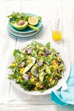 Quinoasalat mit Mango, Avocado, Mizuna und Zwiebeln - smarter - Zeit: 20 Min.   eatsmarter.de Lactose Free Recipes, Low Carb Recipes, Vegan Recipes, Eat Smarter, Avocado, Superfood, Pasta Salad, Free Food, Potato Salad