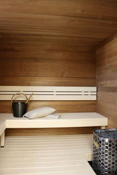 Coolest And Cozy Home Sauna Design Ideas 32 Indoor Sauna, Traditional Saunas, Sauna Design, Finnish Sauna, Sauna Room, Spa Rooms, Infrared Sauna, Cozy House, Home Buying