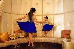 madre e hija vestidas igual azul - Buscar con Google