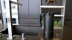 コーヒーを淹れる方法は、国や時代によって様々。 それぞれの器具があり、同じ豆を使っても淹れ方ひとつでそれぞれ全 […]