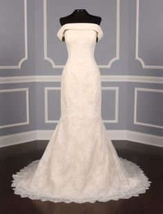 This Rivini Ellyn wedding dress is Brand New! The chantilly lace is absolutely incredible! You will look amazing as you walk down this aisle in this couture wedding gown! Couture Wedding Gowns, Wedding Dress Chiffon, Dream Wedding Dresses, Bridal Dresses, Prom Dresses, Weeding Dresses, Lace Wedding, Discount Designer Wedding Dresses, Wedding Dress Silhouette