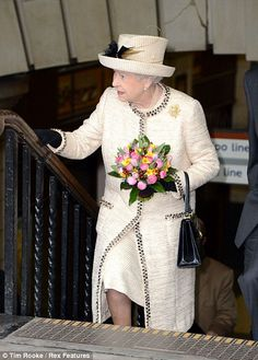 Queen Elizabeth II leaves Baker Street Station after celebrating the anniversary of the London Tube (Westminster, London) Elizabeth Queen Of England, Queen Elizabeth Ii, Queen Hat, Royal Queen, Her Majesty The Queen, Elisabeth, Tweed Dress, Save The Queen, British Royal Families
