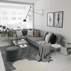 Sunnuntaipäivä mennyt melkein kokonaan makuuhuoneen uudistuksessa🖤 Saadaan ensiviikolla se viimeistään valmiiksi toivotaan, että lopputulos onnistuu hyvin🖤 ihanaa sunnuntai-iltaa ✨✨✨ #cozyhome #cozysunday #myhome #livingroomideas #livingroom #interior #interior125 #sisustus #sisustaminen #inspiroivakoti #sisustusinspiraatio #interiorinspo #mynordicroom #hellinterior1 #scandinavianhome #skandinaavinenkoti #valkoinenkoti #whitehome #whiteinterior #nordiskehjem #immyandindi #heminspiration…