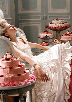 Decadence. Kirsten Dunst as Marie Antoinette in 2006. ©Sony Pictures/courtesy Everett Collection.