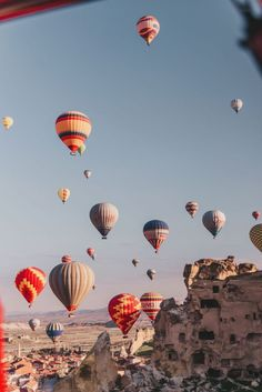 Hot Air Ballooning in Cappadocia (a MAGICAL adventure in Turkey!) : Hot air ballooning in Cappadocia, Turkey If you are looking for a jaw-dropping and magical adventure, look no further. Travel Aesthetic, Aesthetic Photo, Aesthetic Pictures, Adventure Aesthetic, Aesthetic Backgrounds, Aesthetic Wallpapers, Vintage Backgrounds, Ballons Fotografie, Wallpaper Gratis